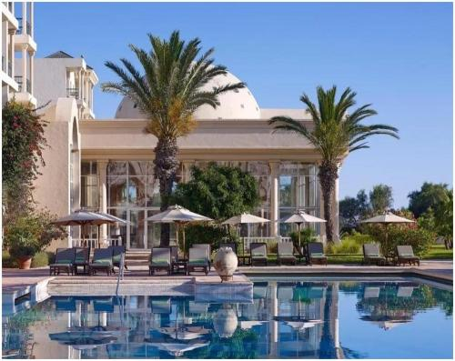 piscine-exterieure-hotel-the-residence-tunis